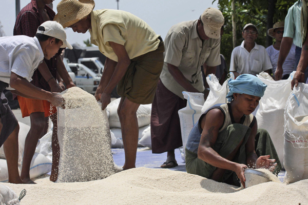 workers-pour-rice-into-bags-to-be-loaded-on-to-a-truck-for-distribution-in-yangon-burma-on-wednesday-may-7-2008-ap.jpeg