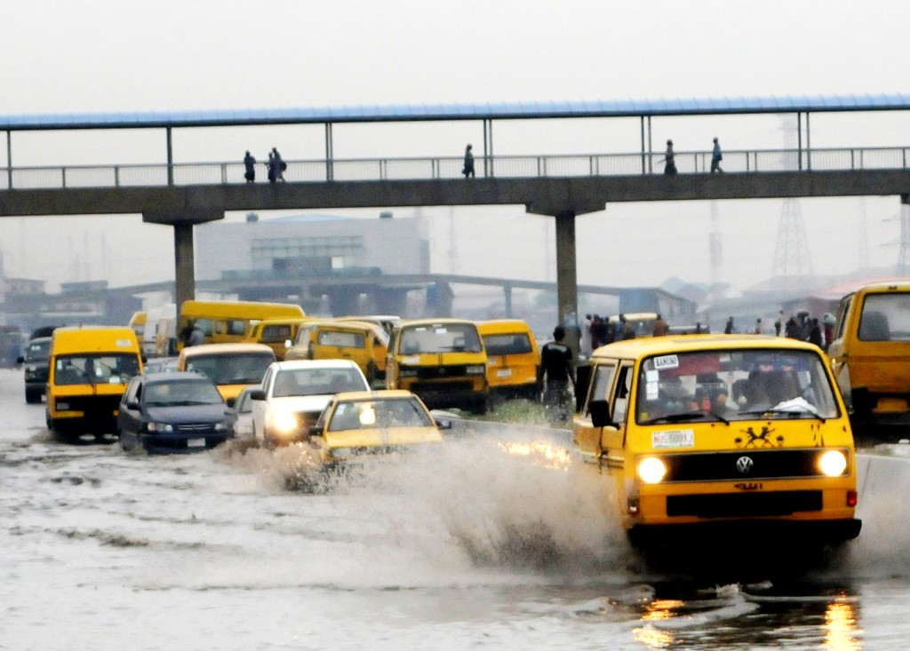 PIC.14.-VEHICLES-WADING-THROUGH-FLOOD-IN-LAGOS-copy-1024x733.jpg