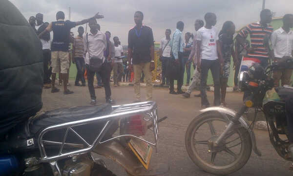 Ogun-State-protesting-students-e1408024839671.jpg