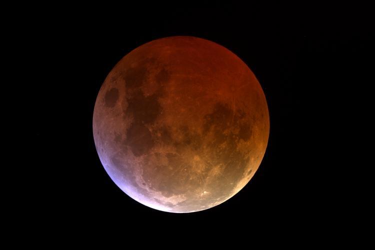 Повне місячне затемнення Квіткової Місяця (26 травня)