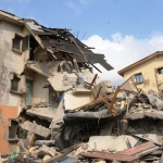 PIC.2.THE COLLAPSED BUILDING AT JAKANDE ESTATE OKE-AFA IN ISOLO, LAGOS STATE ON WEDNESDAY   (21/11/12)