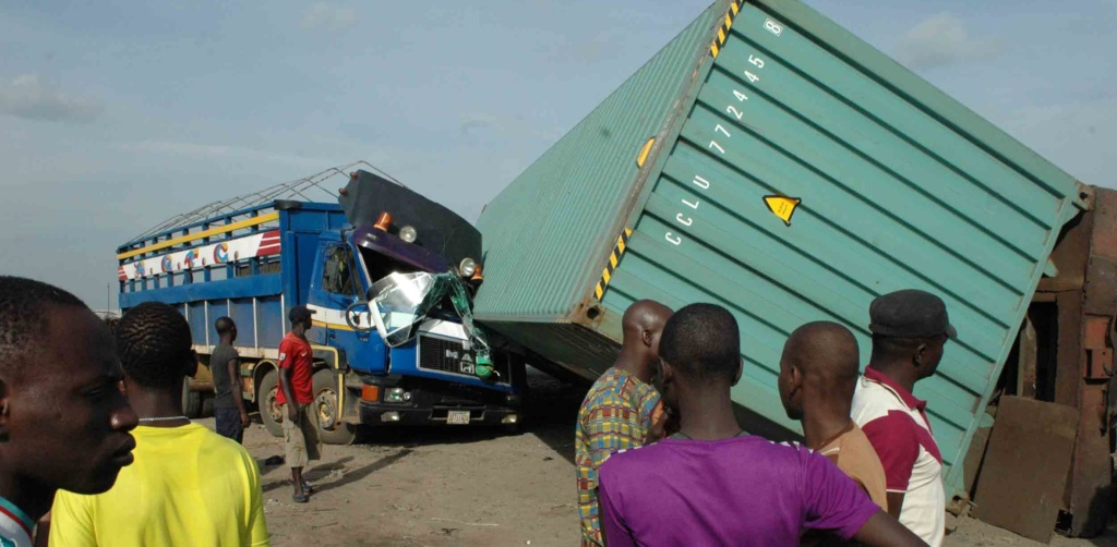 PIC.1.ACCIDENT-SCENE-AT-THE-POPULAR-KARA-CATTLE-MARKET-ON-LAGOS-IBADAN-EXPRESSWAY-e1465662690155-1024x502.jpg