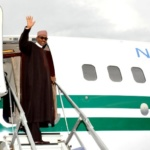 PIC. 22. PRESIDENT MUHAMMADU BUHARI WAVES AS HE DEPARTS THE UMARU MUSA YAR'ADUA AIRPORT, KATSINA ON THURSDAY (24/9/15) FOR NEW YORK TO ATTEND THE 70TH SESSION OF THE UNITED NATIONS GENERAL ASSEMBLY. 6834/24/9/2015/ICE/BJO/NAN