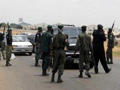 nigerian-policemen-at-roadblock