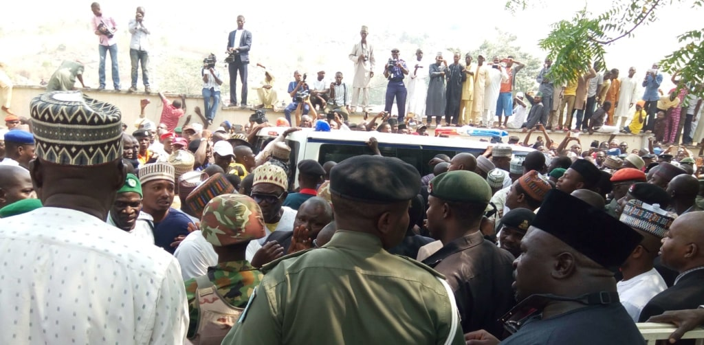 PIC.-11.-BURIAL-OF-FORMER-GOVERNOR-ABDULKADIR-KURE-IN-MINNA-e1484147304827-1024x502.jpg