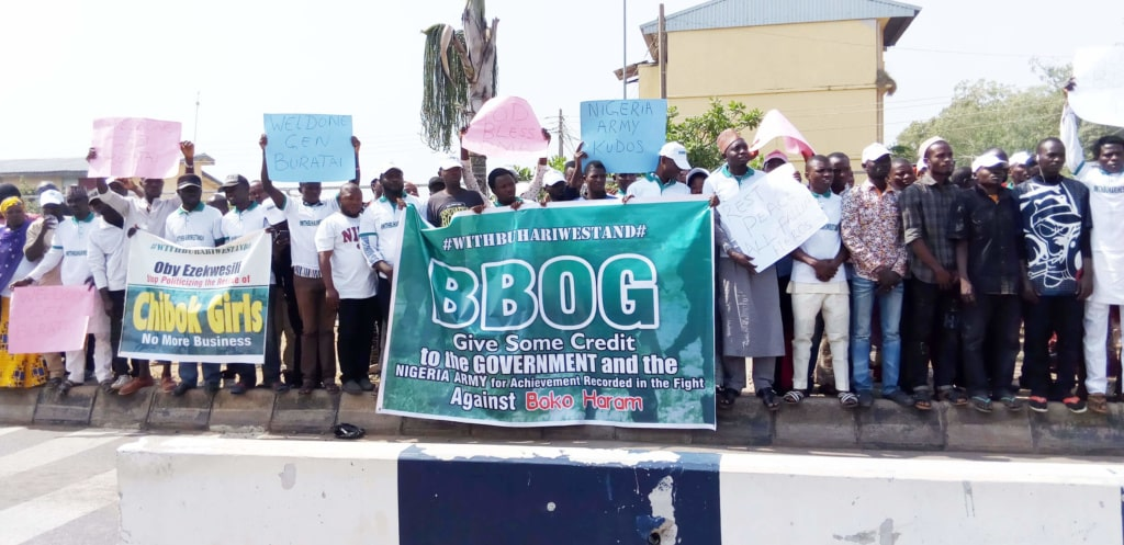 PIC.-22.-WITHBUHARIWESTAND-GROUP-PROTEST-IN-ABUJA-1024x497.jpg