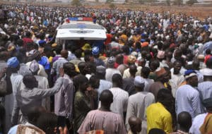 PIC 24. SYMPATHIZERS AT THE BURIAL OF THE CHAIRMAN, CHANCHANGI AIR LINE IN KADUNA
