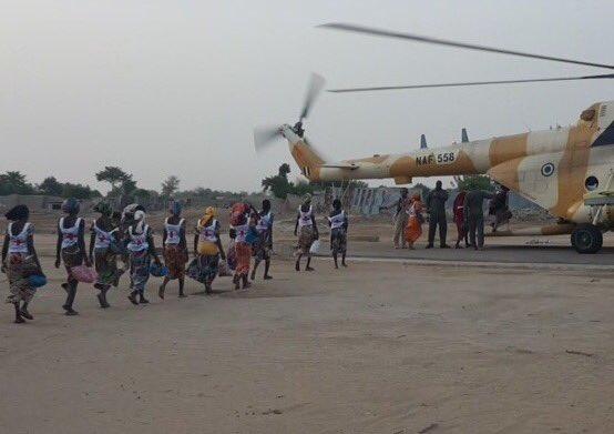 Chibok-girls-queueing-up-to-board-helicopter-to-Maiduguri.jpg