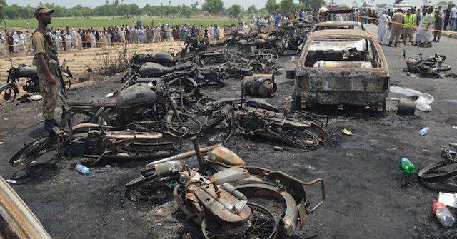Pakistans-tanker-fire.jpg
